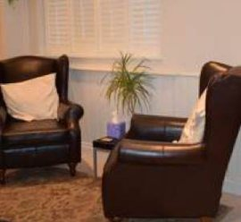 Surrey-Centre-Counselling-services_chairs_mediation